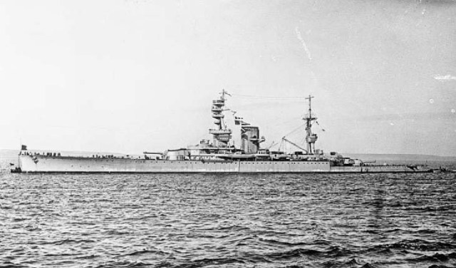 HMS_Courageous_WWI_crop